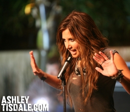 ashley-tisdale-its-alright-its-ok-music-video4