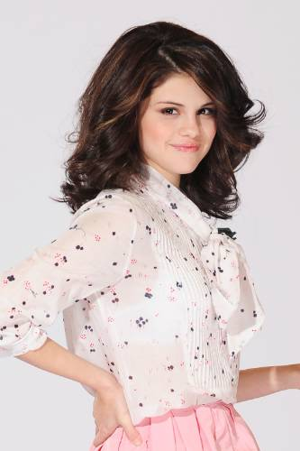 Selena Gomez looks pretty in pink for her latest photoshoot you can view in