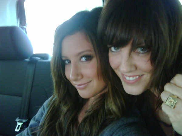 Ashley twitter pictures Ashley-tisdale-germany