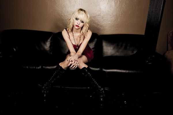 #Little Des ralations Taylor-momsen-the-pretty-reckless