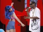 Snoop-Dogg-Katy-Perry-Perform-At-MTV-Movie-Awards-500x375
